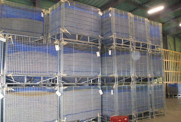 穀物を入れた状態で4段積み上げ可能で、保管スペースを効率化できる